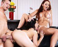 Секс втроем со зрелыми мамашками - 3