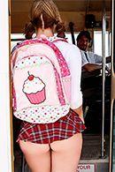 Порно с молоденькой студенткой в школьном автобусе #2