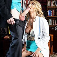 Порно стройной медсестры с пациентом
