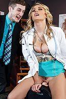 Порно стройной медсестры с пациентом #3