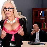 Красивый секс с привлекательной секретаршей в эротическом белье