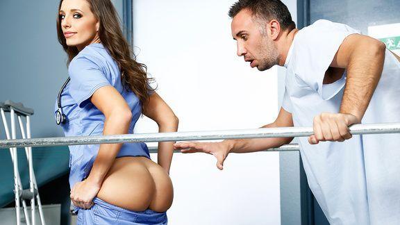 Секс пациента с милой жопастой медсестрой