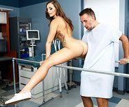 Секс пациента с милой жопастой медсестрой - 1