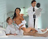 Красивый анал с азиаткой-докторшей в палате - 1