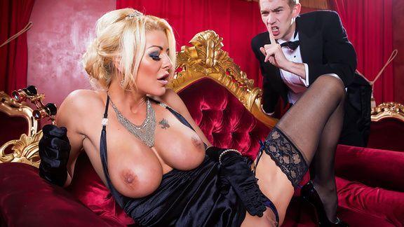 Жаркий секс со стройной мамашкой в оперном театре