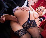 Жаркий секс со стройной мамашкой в оперном театре - 3