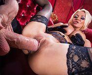 Жаркий секс со стройной мамашкой в оперном театре - 5