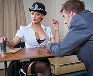 Горячий секс с блондинкой в униформе на столе - 1
