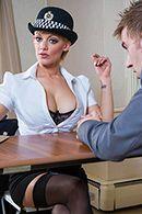 Горячий секс с блондинкой в униформе на столе #2