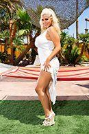 Красивый анал у бассейна с желанной блондинкой #1