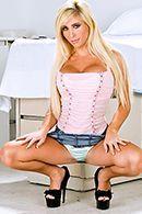 Трах в пизду блондинки с большими сиськами #1