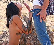 Анальное порно с татуированной брюнеткой на природе и дома - 2