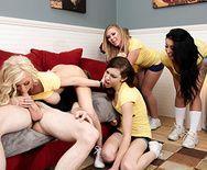 Публичное порно в общаге с ненасытной блондинкой - 2