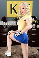 Публичное порно в общаге с ненасытной блондинкой #1