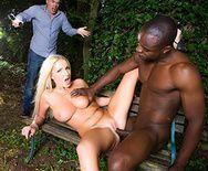 Смотреть межрасовое порно с блондинкой с большими сиськами в лесу - 4