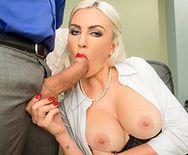 Секс с ненасытной дрочащей блондинкой в чулках в офисе - 2