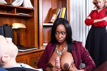 Межрасовый секс с пышной чернокожей секретаршей