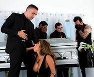 Горячий секс с азиаткой на похоронах - 2