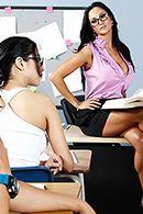 Порно школьник трахает сексуальную училку #2