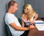 Страстный секс с молоденькой студенткой на парте - 2