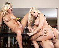 Смотреть трах втроем красивых блондинок с большими сиськами - 4