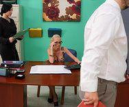 Смотреть трах в пизду с грудастой блондой на лестнице - 1