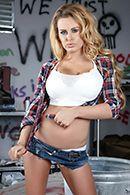 Трах в пизду сексуальной блонды с огромными сисечками #1