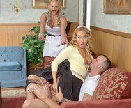 Секс втроем в очко с блондинками с большими сиськами - 1