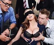 Смотреть порно с зрелой грудастой начальницей в офисе - 1