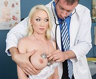 Секс блонды с большими сиськами на сеансе массажа - 1