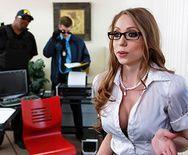 Смотреть порно с сексуальной грудастой секретаршей в офисе - 1