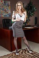 Смотреть порно с сексуальной грудастой секретаршей в офисе #1