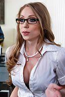 Смотреть порно с сексуальной грудастой секретаршей в офисе #2