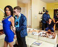 Смотреть порно кукольд полицейского с грудастой брюнеткой в чулках - 1