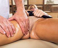 Смотреть классический секс с грудастой блондинкой на массаже - 1