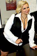 Красивый секс с сексуальной блондинкой с большими сиськами в офисе #2
