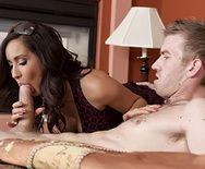 Смотреть красивый секс с черноволосой зрелой латинкой на кровати - 1