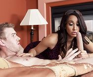 Смотреть красивый секс с черноволосой зрелой латинкой на кровати - 2