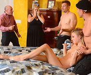 Жесткий трах в анал молодой блондинки с натуральными сиськами - 5