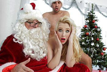Порно с молодой блондинкой с натуральными сиськами на Рождество