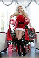 Порно с молодой блондинкой с натуральными сиськами на Рождество #1