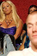 Смотреть трах в пизду сексуальной мамы с большими сиськами в театре #2