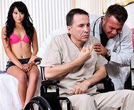 Смотреть горячий секс с аппетитной красивой азиаткой в больнице - 1