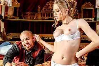 Смотреть горячее порно со стройной красоткой в белых чулках