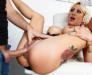 Зрелая красивая блондинка занимается страстным сексом после вечеринки - 5
