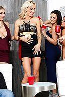Зрелая красивая блондинка занимается страстным сексом после вечеринки #2