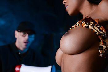 Межрасовый секс с горячей негритоской