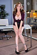 Смотреть секс в троем с двумя похотливыми красотками и мужиком бизнесменом #4