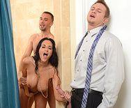 Классный страстный секс молодой стройной брюнетки с двумя пацанами - 2