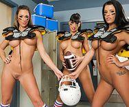 Групповой секс тренера с сексуальными пышногрудыми лесбиянками футболистками - 5